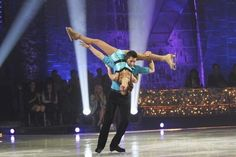 figure skating pair lift