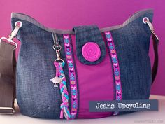 Absolutely great use of upcycled jeans- denim without overdoing it. Diy Jeans, Jean Purses, Purses And Bags, Jeans Recycling, Diy Bags Patterns, Diy Sac, Denim Handbags, Denim Purse, Denim Crafts