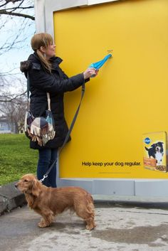During the month of March, Pedigree, with help from Proximity BBDO, erected bus shelters in Toronto that dispensed bags for dog owners to pick up their dog's poop. Bus Stop Advertising, Guerrilla Advertising, Marketing And Advertising, Marketing Ideas, Advertising Campaign, Street Marketing, Guerilla Marketing, Ads Creative, Creative Advertising