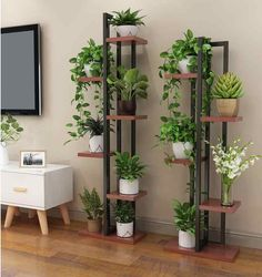 Wohnzimmer Blumenregal Regal Perfekte Dekoration, um es in Ihrem Wohnzimmer zu befestigen. Informations About Living room flower rack shelf Perfect decoration to fix it in you… Pin You … Decor, House Plants Indoor, Flower Bedroom, Living Room Decor, Home Decor, Garden Shelves, Plant Decor, House Plants Decor, Living Room Wood