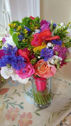 Elaine's stunning wedding bouquet Wedding Bouquets, Glass Vase, Floral Wreath, Wreaths, Ideas, Home Decor, Floral Crown, Decoration Home, Wedding Brooch Bouquets