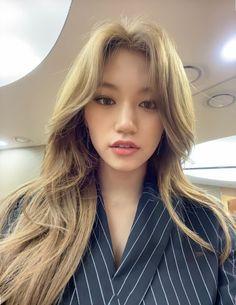 Kpop Girl Groups, Kpop Girls, Oh My Girl Yooa, Kim Doyeon, Glam Makeup Look, Jennie Lisa, Dream Hair, Pretty Hairstyles, Hair Inspo