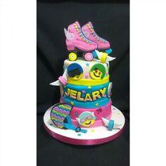 Soy Luna para la preciosa Jelary 😍 #hechoamano #hechoenvenezuela #hechoenelzulía #cakesoyluna #tortasoyluna #patines #emojis #soyluna #cuchituras #yarialtareposteria #laameee 😍 Roller Skating Party, Skate Party, I Party, Birthday Bash, Happy Birthday, Birthday Parties, Soy Luna Cake, Roller Skate Cake, Son Luna