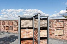 Mit den Riemchen ist eine optisch harmonische Fassade geschaffen.  http://www.roma-ausstellung.de/riemchen-roma-bornheim-riemchen