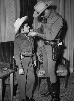 Hi-yo Silver, Away! The Lone Ranger (Clayton Moore) takes a moment out of his busy day to help a young fan with his hat. 'Lone Ranger' premiered on this day in - - - - - - - - 📷: Fay Foto, Boston via Wikimedia Commons Clayton Moore, Zane Grey, Innocent Child, The Lone Ranger, Western Film, Tv Westerns, Masked Man, John Wayne, Texas Rangers