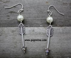 Use the discount code GUGREPKCAR for 10% off your entire purchase at www.gugonline.com! Arrow Earrings with Crystals and Pearl in Silver
