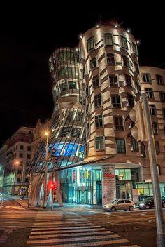 Praha-noční Tančící dům