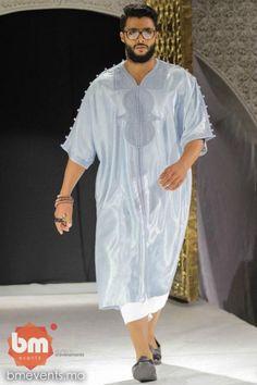 Gandoura homme Choice Fashion, Men's Fashion, Lakme Fashion Week, Fashion Outfits, Kaftan Men, Mode Man, Style Oriental, Kurta Style, African Men Fashion