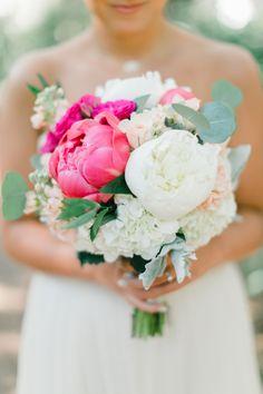 Photography : Dash Photography Read More on SMP: http://www.stylemepretty.com/florida-weddings/panama-city-beach-florida/2016/08/19/colorful-florida-beach-wedding/