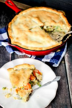 30 Minute Loaded Vegetable Pot Pie comes together super quickly and is majorly delicious! Packed full of healthy veggies, it's sure to comfort you this winter! Vegetarian Recipes Dinner, Dinner Recipes, Yummy Recipes, Vegetable Pot Pies, Good Morning Breakfast, Food Dishes, Food Food, Main Dishes, Food Videos