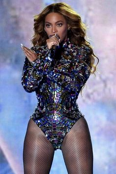 Pin for Later: Watch Beyoncé's Entire Epic Performance at the VMAs