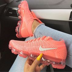 sneakers for women nike Women's Shoes, Hype Shoes, Me Too Shoes, Shoe Boots, Sneakers Fashion Outfits, Mode Outfits, Ootd Fashion, Cute Sneakers, Shoes Sneakers