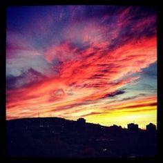 Sublime coucher de soleil aux premières loges! #tvanouvelles #sky #montreal #quebec #instagram #ciel #colors Bank Of India, Ciel, Nature, Photoshoot, Portrait, Sky Photos, Instagram Posts, Pictures, Sunsets