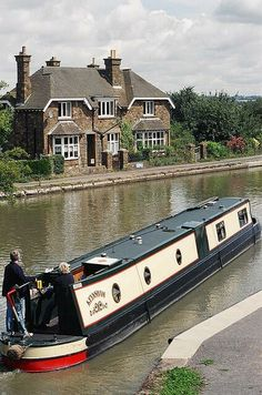 @MariaBoedeker Norton Junction - Grand Union Canal, Northamptonshire pic.twitter.com/5hurxP3ZqA