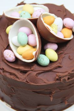 A very decadent and moist Easter Chocolate Cake - and love the decorations! Cake Basketball, Chocolate Easter Cake, Cupcakes Decorados, Easter Celebration, Pastry Cake, Easter Treats, Easter Recipes, Creative Cakes, Let Them Eat Cake