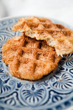 Churro Waffeln - Big Cinnamon Sugar Breakfast Love - Waffel, Pancakes u. Churro Waffles, Crepes And Waffles, Waffle Recipes, Cake Recipes, Dessert Recipes, Desserts, Fudge Caramel, Food Cakes, Churros