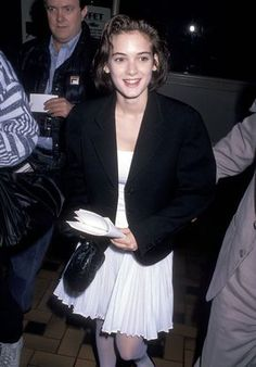 Why winona ryder's style still rules british vogue style androgyn Winona Ryder 90s, Winona Ryder Style, Fashion Guys, Vogue Fashion, 90s Fashion, Fashion Boots, Fall Fashion, Vogue Magazin, Fashion Magazin