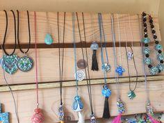 des cadeaux à offrir. .. Dream Catcher, Home Decor, Fimo, Polymer Clay Jewelry, Gifts, Birthday, Dreamcatchers, Decoration Home, Room Decor