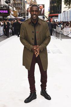 Ator inglês Idris Elba mostra como valorizar os tênis com uma produção na qual a a combinação das cores é a chave de estilo.