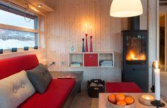 Ålhytte Interiør | Ålhytta Tiny House Cabin, Cabin Design, Home Furnishings, Beach House, Sweet Home, Kitchen Cabinets, Architecture, Wood, Modern