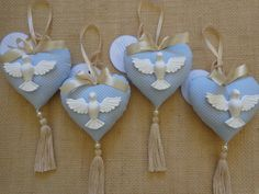 Lembrancinhas de batizado: diferentes e criativas - List of the most beautiful baby products Baptism Cookies, Christening Favors, Baptism Party, Baby Christening, Felt Christmas Decorations, Heart Decorations, Christmas Ornaments, Felt Crafts, Diy And Crafts