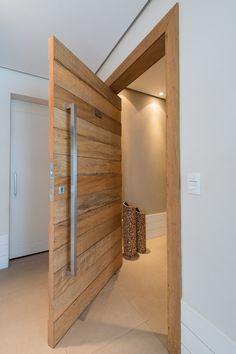 Porta pivotante madeira de demolição Exclusiva - Ecoville Portas Especiais