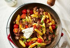 Schupfnudel-Hack-Pfanne 15 minutes separate you from the Schupfnoodle-minced meat luck! Fry everything for that With mix, then all you have to do is enjoy … Slow Cooker Recipes, Paleo Recipes, Crockpot Recipes, Dinner Recipes, Cooking Recipes, Popular Recipes, Clean Eating Recipes, The Best, Easy Meals