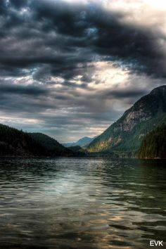 Buntzen Lake, a great chill out place OR a wonderful hiking zone! If you're up for a challenge do the 15-KM Diez Vistas Hike for some wonderful views of the city!