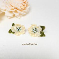 小さなお花のピアス(葉つき)-yellow-|ピアス(スタッド・一粒)|ハンドメイド通販・販売のCreema