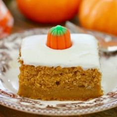 Is it a cake or a pie? Pumpkin pie cake is a great combo. of both pie AND cake! I adapted this recipe from my Pumpkin Pie Dump Cake. Instead of sprinkling the cake mix on Pumpkin Pie Cake, Easy Pumpkin Pie, Pumpkin Cake Recipes, Cake Mix Recipes, Dessert Recipes, Candy Pumpkin, Pumpkin Drinks, Pumpkin Bread, Easy Pumpkin Desserts