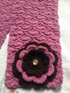 Cachecol de bebê em crochê com flor