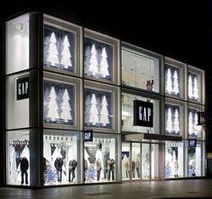 Gapby Minki Balinki Visual Merchandising and Window Displays Window Display Retail, Christmas Window Display, Retail Windows, Store Windows, Visual Display, Display Design, Retail Store Design, Retail Stores, Visual Merchandising Fashion