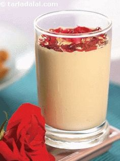 A shaahi drink in which mild spices romance with the almonds and milk resulting in a rich taste. Make the paste in advance and mix it with milk whenever hunger pangs strike on a fasting day.