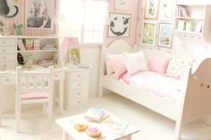 "Bedroom OOAK Diorama ""Cats and Rabbits"" Blythe/Pullip/BJD/Pure Neemo/Lati/Pukifee/Yosd door MoonchildSilverdream op Etsy https://www.etsy.com/nl/listing/191144749/bedroom-ooak-diorama-cats-and-rabbits"