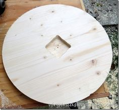 Have you ever thought about making a clock? I made a DIY wood clock and was surprised that it truly wasn't difficult at all. Make A Clock, Diy Clock, Rustic Gallery Wall, Pallet Clock, Reclaimed Wood Projects, Wall Clock Design, Wood Crafts, Diy Wood, Wood Clocks