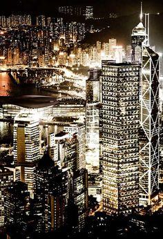 Hong Kong city view by night. Magic views of Hong Kong. Merci @OISEAU pour le partage! #ovolo #hotel #hongkong #hk #city #night #view #center #artistic
