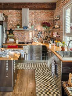 Minty Inspirations   wystrój wnętrz, dodatki i dekoracje do domu, zdjęcia, inspiracje: Mieszkanie z kuchnią w stylu loftu z ceglaną ścianą