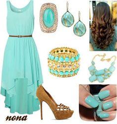 Outfit vestido menta, accesorios dorados.