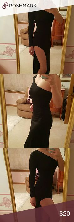 Black High Slit Dress This is super sexy with a hiiigh Slit! This would be even sexier with thigh high boots! Dresses One Shoulder