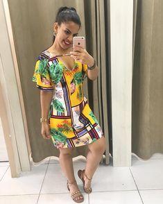 A imagem pode conter: 1 pessoa, em pé Posh Dresses, Short Dresses, African Fashion Dresses, Fashion Outfits, Womens Fashion, Batik Fashion, Cutout Dress, I Love Fashion, Dress Collection