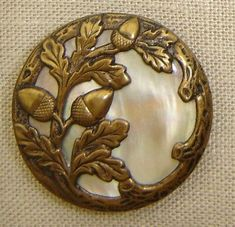 bouton ancien cuivre et nacre ~acorn & oak leaf overlay on mother of pearl ♥ Button Art, Button Crafts, Acorn And Oak, Bijoux Art Nouveau, Glands, Art Japonais, Oak Leaves, Sewing Notions, Sewing A Button