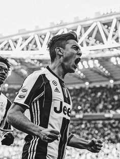 Immagine incorporata Juventus Fc, Ronaldo Football, Football Soccer, Red Star Belgrade, Nottingham Forest, Football Is Life, Lionel Messi, Barbers, Crunches