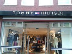 Tommy hilfinger. Klasse en stijl. Luxe. Dit straalt het logo ook uit.