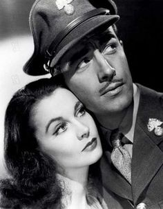 "Vivien Leigh & Robert Taylor in ""Waterloo Bridge"", 1940 Hollywood Icons, Golden Age Of Hollywood, Vintage Hollywood, Hollywood Stars, Classic Hollywood, Hollywood Glamour, Hollywood Actresses, Scarlett O'hara, Vivien Leigh"
