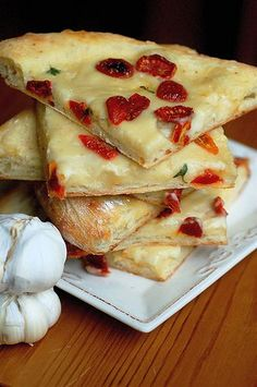 white pizza with roasted garlic coconut cream and sun dried tomatoes