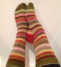 Ravelry: Elizabeth Socks pattern by Cindy Guggemos. these socks were knitted from leftovers. love the colors Diy Knitting Socks, Loom Knitting Projects, Knitting Stiches, Loom Knitting Patterns, Crochet Socks, Fair Isle Knitting, Baby Knitting, Knit Socks, Lots Of Socks