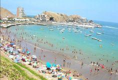 Playa de Santa María, al sur de Lima, Perú