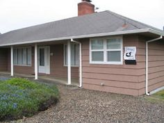 Seaside, OR: Surfers Cove located across the street from terrific beach access, this three bedroom two bath home is the perfect vacation home. Tastefully decorated...