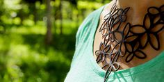 Silicon Necklace  (by Beija-Flor Design) at http://www.laranjalimao.com/