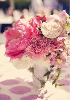 Chrysanthemums in Soft Wedding Bouquet looks perty 50s Wedding, Wedding Themes, Chic Wedding, Perfect Wedding, Dream Wedding, Wedding Ideas, Wedding Stuff, Floral Centerpieces, Wedding Centerpieces
